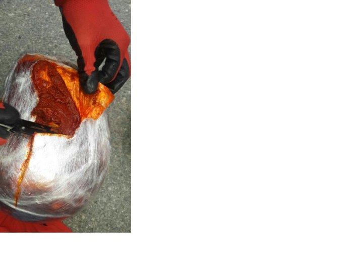 İzmir'de salçalı esrar ticareti yapan iki kişi tutuklandı