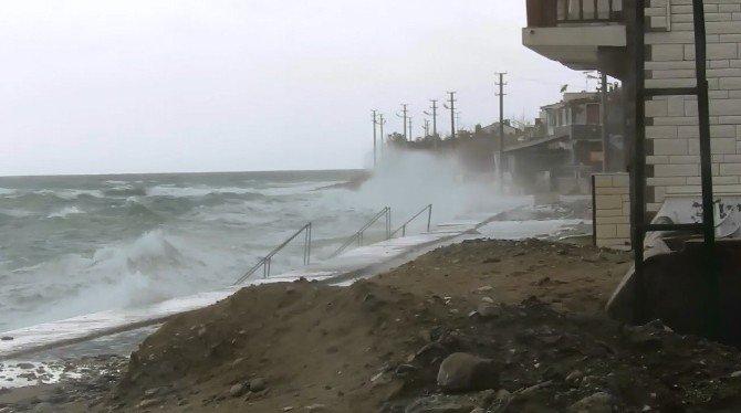 Kuzey Ege'de Şiddetli Fırtına