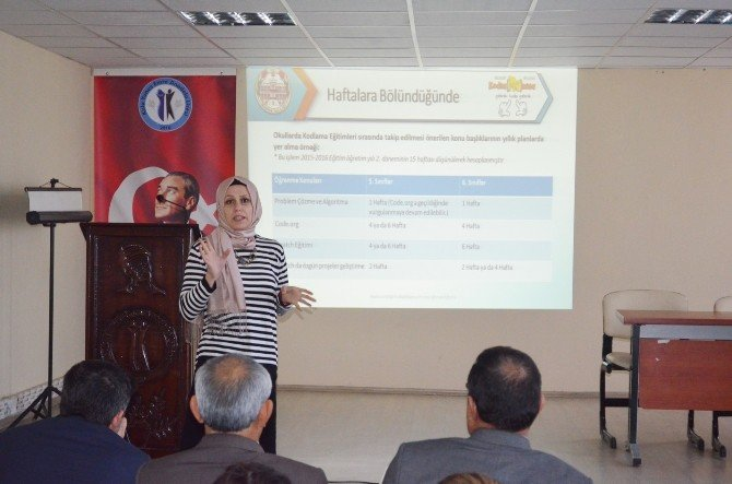 """""""Kodla Manisa"""" Projesi Kula'da Öğretmenlere Tanıtıldı"""
