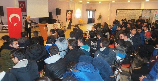 Altınovalı Öğrencilere 'Madde Bağımlılığı' Semineri