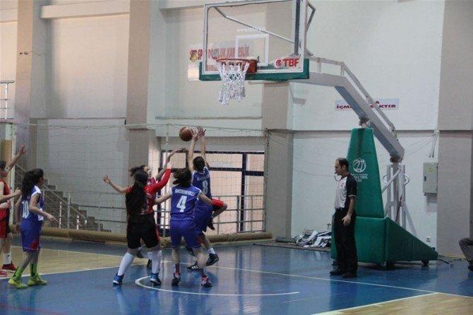 Erzincan'da Okul Sporları Basketbol Heyecanı