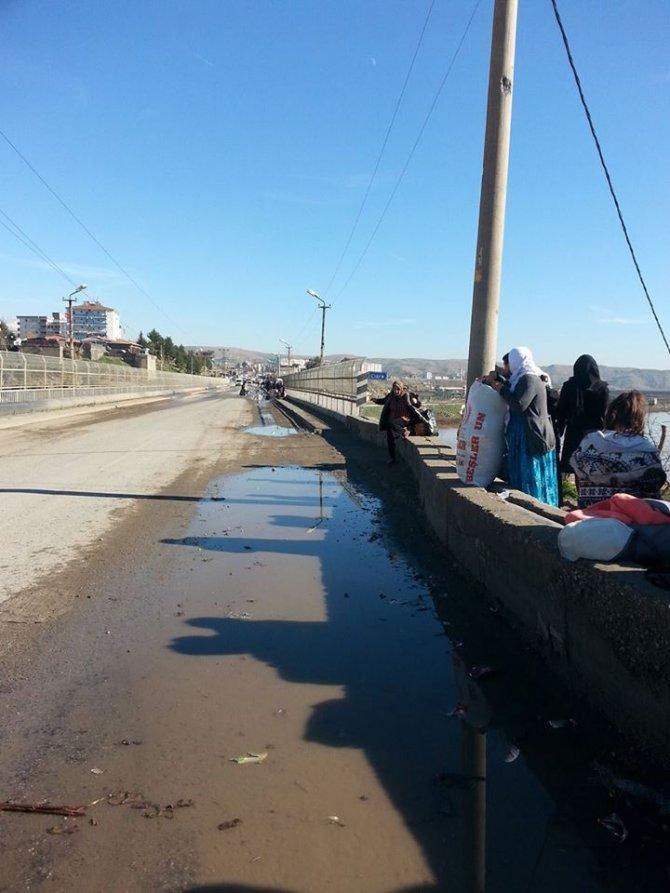 Cizre'de çatışmalar tüm mahallere sıçradı, 2 çocuk evin avlusunda öldürüldü