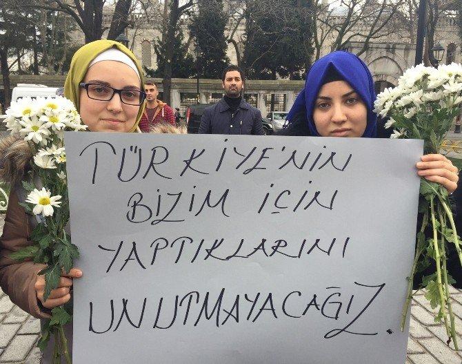 Suriyeli Minik Öğrencilerin Sultanahmet'teki Anlamlı Gösterisi Takdir Topladı