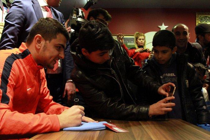 Trabzonsporlu futbolcular Bursa'da taraftarla buluştu