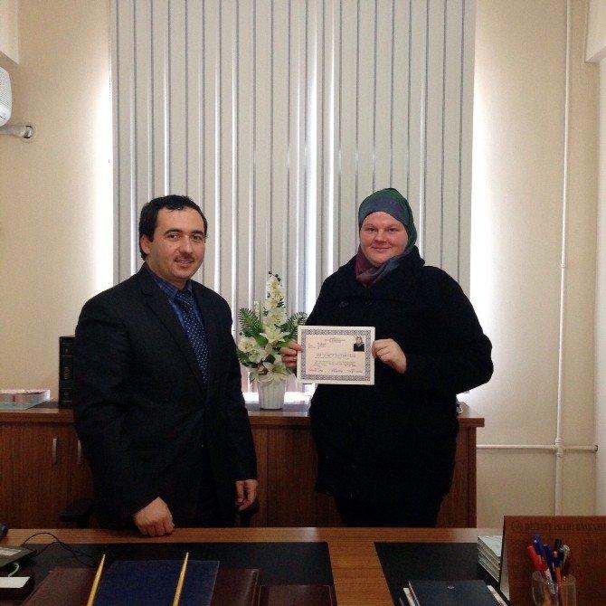 Kuranı Kerim'den Etkilenen Polonyalı Kadın Müslüman Oldu