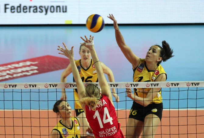 Nilüfer Belediyesi'ni 3-0'la geçen VakıfBank 12'de 12 yaptı