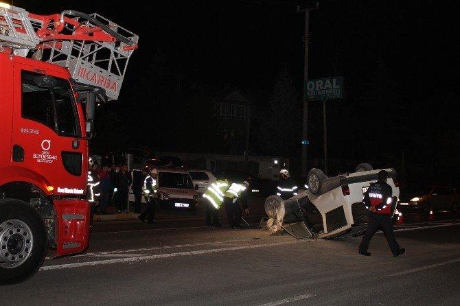 Kırmızı Işıkta Duran Otomobile Çarpıp Takla Attı: 2 Yaralı