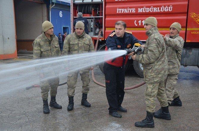 Bozüyük'te Askerlere Yangın Söndürme Eğitimi