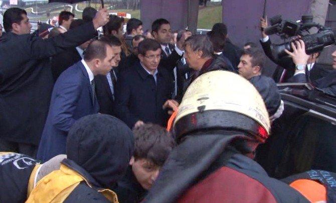 Başbakan Davutoğlu, Kazayı Görünce Konvoyunu Durdurdu