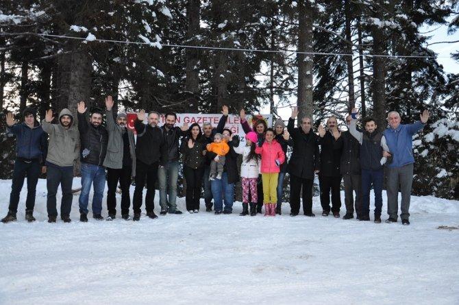 Gazeteciler madene karşı nöbet tuttu