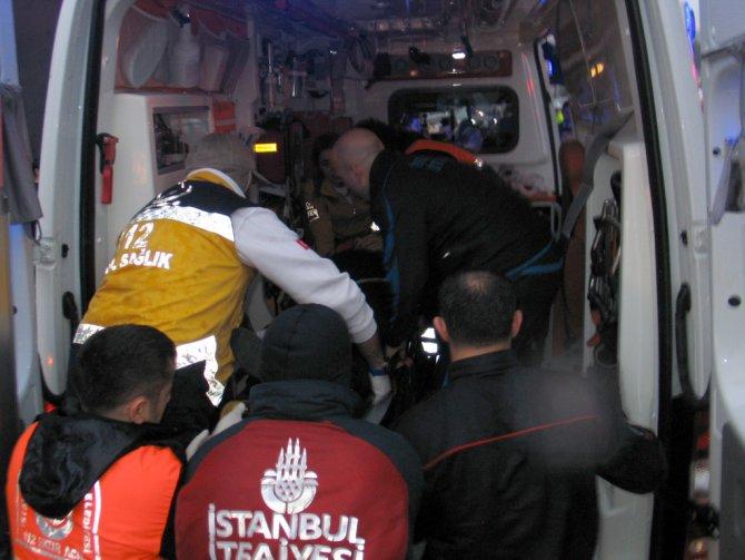 Başbakan Davutoğlu, güzergahındaki kazaya müdahale etti