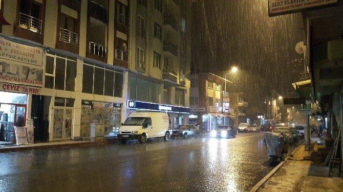 Dursunbey'de Kar Yağışı Etkili Olmaya Başladı