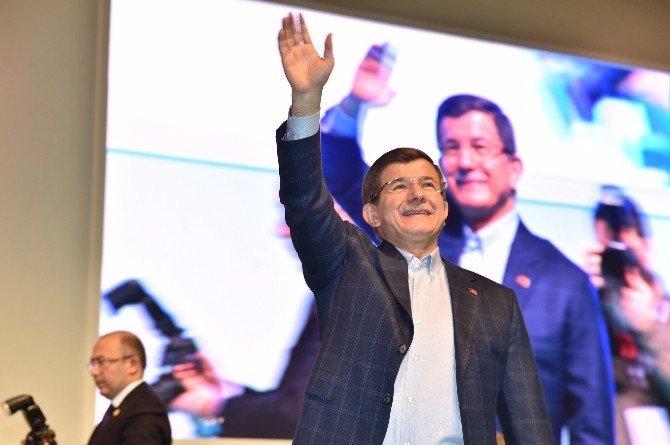 """Başbakan Davutoğlu: """"Cumhurbaşkanımıza Hakaret Ederek Kendini Kurtarmaya Çalışıyor"""""""