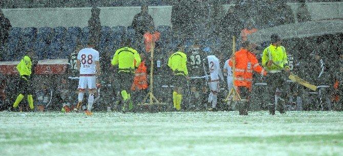 Beşiktaş-mersin İdmanyurdu Maçına Kar Engeli