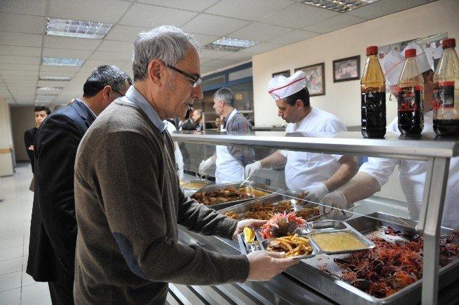 Buca'da Yemekler Sevgi İle Hazırlanıyor