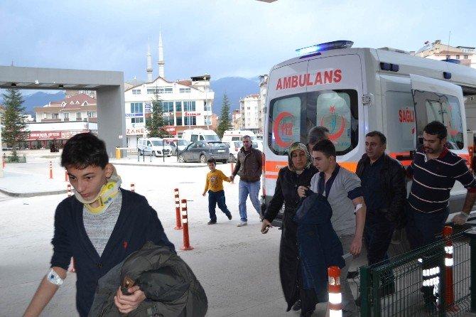 İnegöl'deki İki Ayrı Kazada 9 Kişi Yaralandı