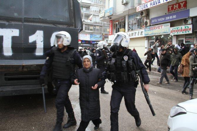 Sur'a destek yürüyüşünde olaylar çıktı
