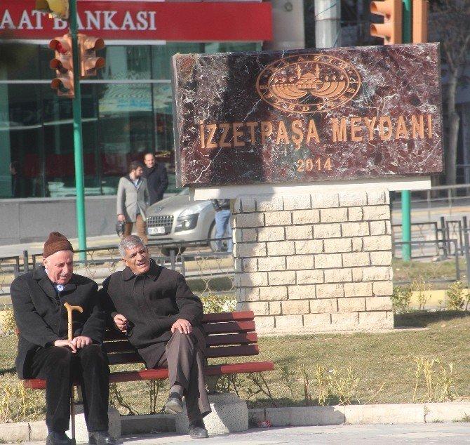 Elazığ'da Kış Ortasında Yazdan Kalma Gün Yaşanıyor
