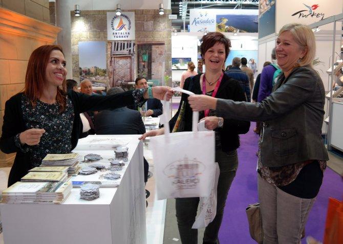 Hollanda'daki turizm fuarında 2 bin Kaleiçi rehberi dağıtıldı