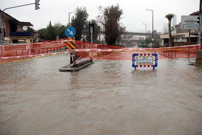 İzmir Yağmura Teslim