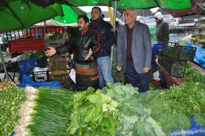 Üçkuyular'daki pazar esnafından yağmur altında yer isyanı