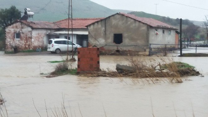 İzmir Foça'da Sel
