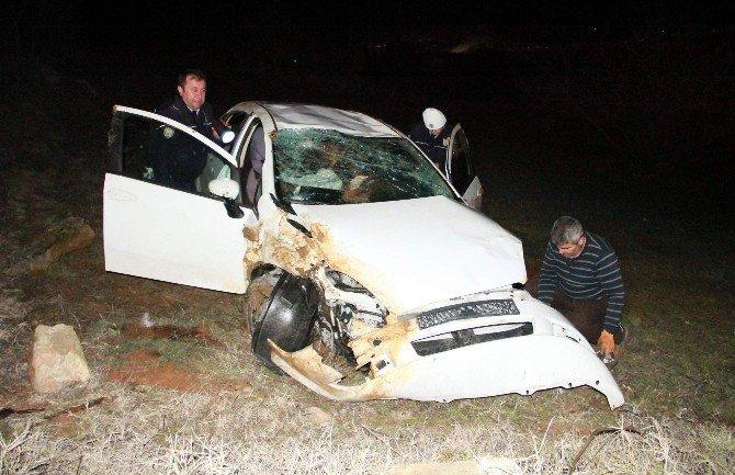 Otomobil Tarlaya Yuvarlandı