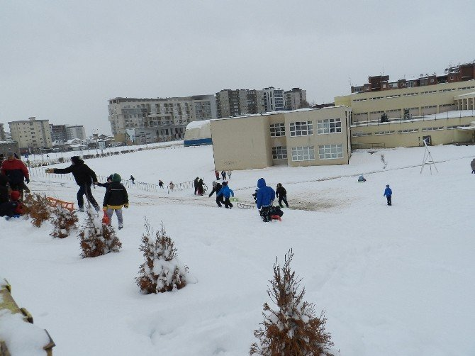 Kar Yağışı Kosova'yı Etkisi Altına Aldı