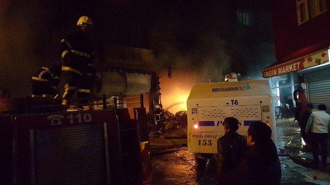 Nusaybin'de Tekstil Deposunda Yangın