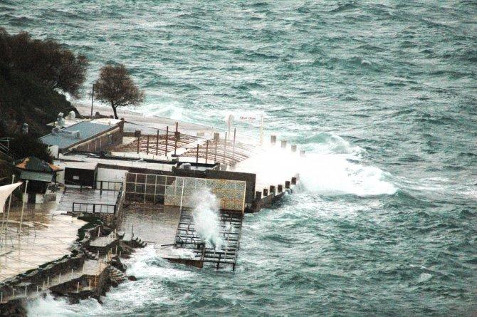 Fırtına Bodrum'u esir aldı