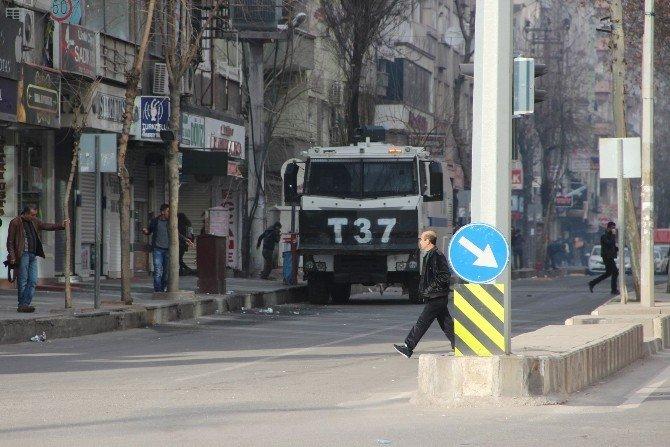 """Diyarbakır'da """"Sur"""" Gerginliği: Çok Sayıda Kişi Gözaltı Alındı"""