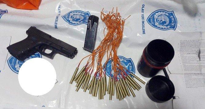 Siirt'te 9 Evde 30 El Bombası Düzeneği Ve Silah Ele Geçirildi