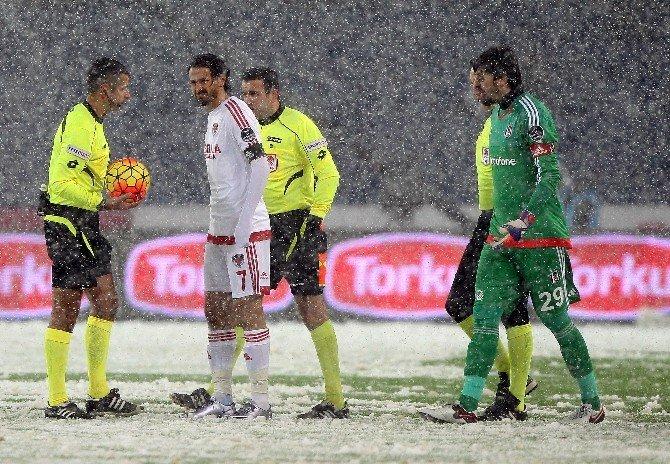 Beşiktaş - Mersin İdmanyurdu Maçı Tatil Edildi