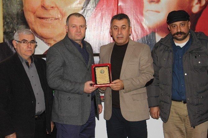 STK Temsilcilerinden Gülbey'e Plaket