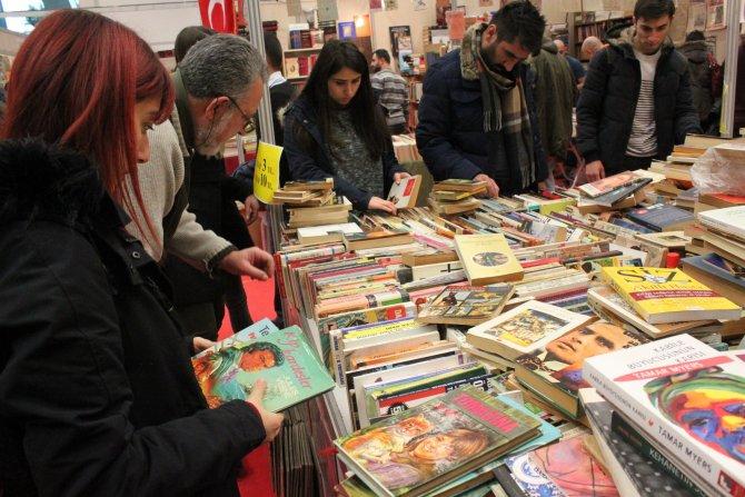 Ankara Kitap Fuarı'nı çoğu çocuk 250 bin kişi gezdi