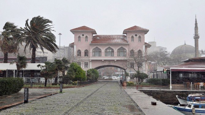 Bandırma'da Beklenen Kar Yağışı Başladı