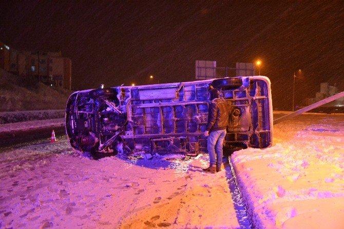 Biga'da Servis Minibüsü Devrildi: 2 Yaralı