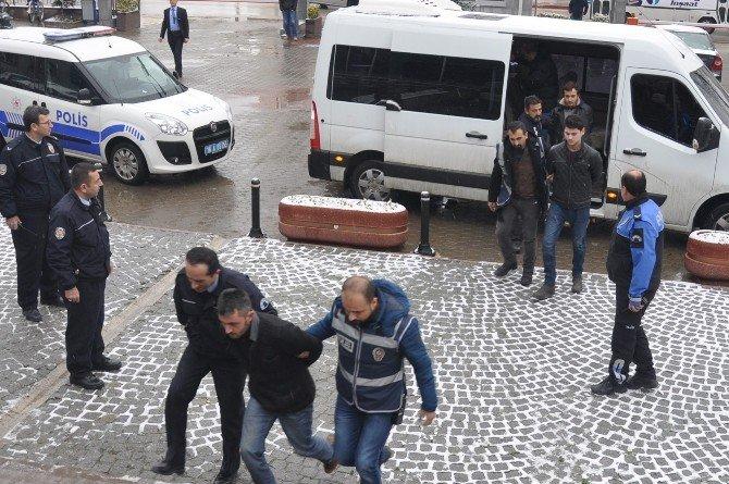 Bursa'da Cinayet Zanlısı 7 Kişi Adliyeye Sevk Edildi