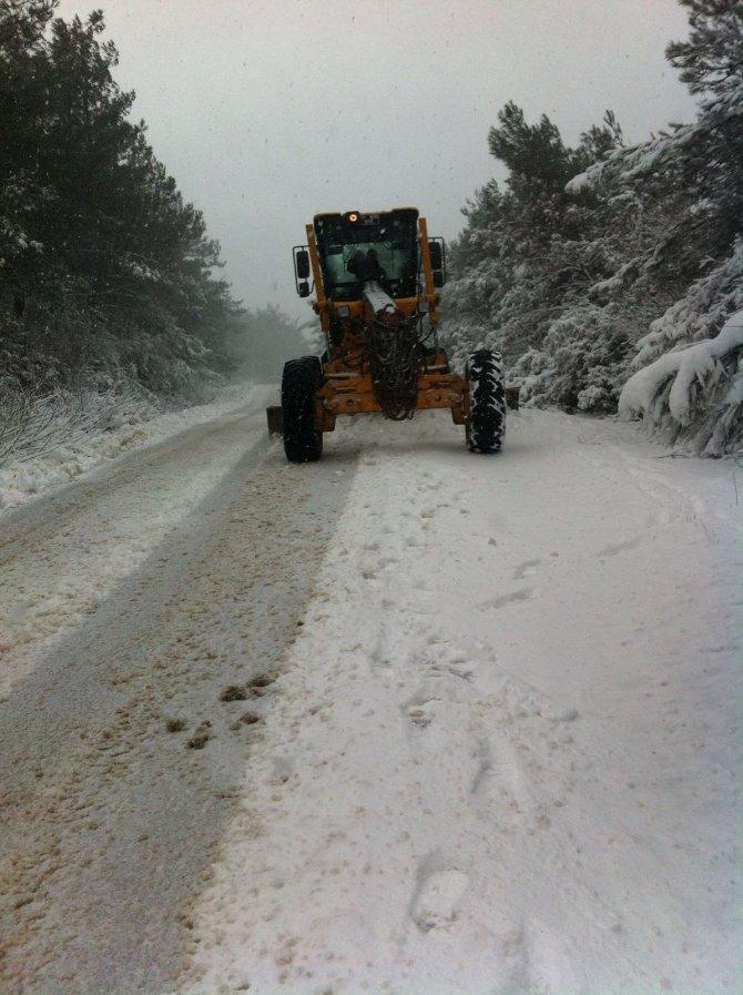 Mudanya kırsalında kar küreme çalışmaları