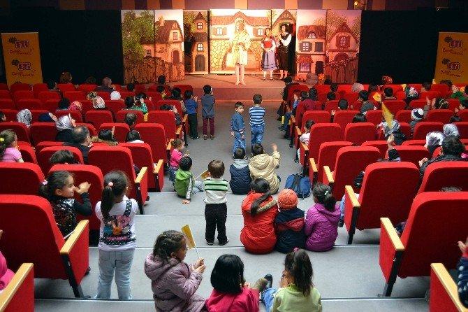 ETİ Çocuk Tiyatrosu, Karabük'te Çocuklarla Buluştu