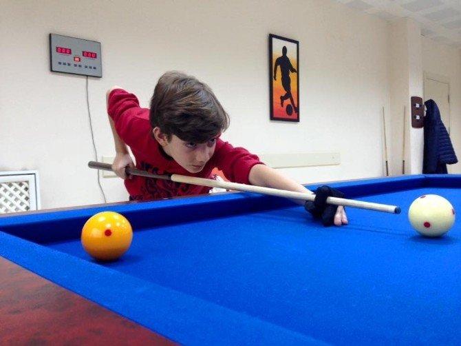 Düzceli Gençler Bilardo Öğreniyor