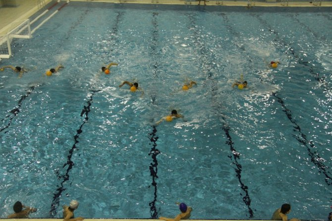 Büyükşehir Belediyesi'nin spor kompleksi ile yüzücüler havuza kavuştu