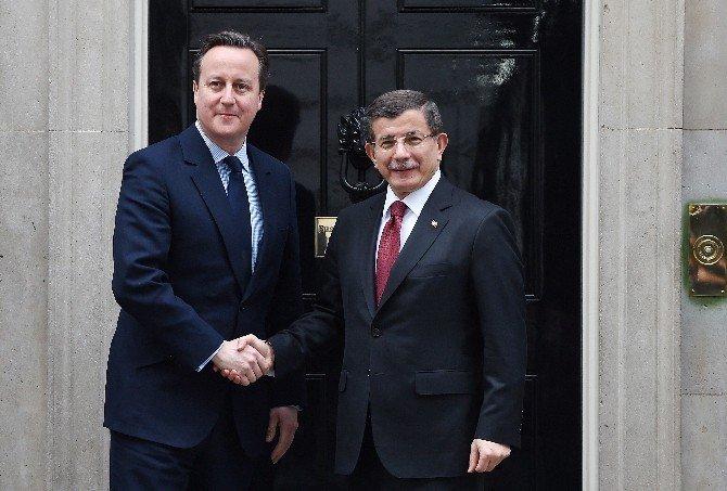 Davutoğlu İngiltere Başbakanı Cameron'la Görüştü