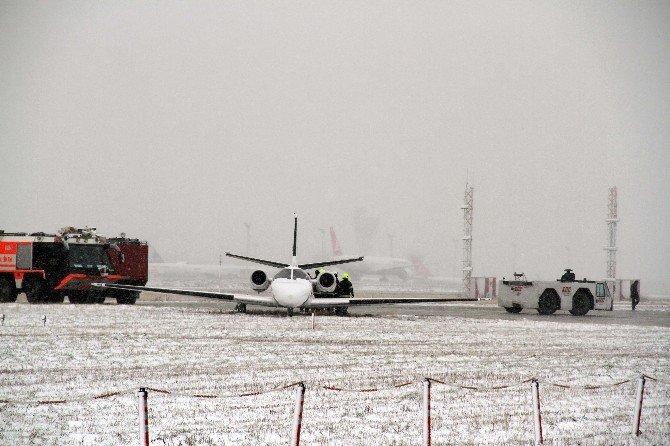 Adnan Polat'ın İçinde Bulunduğu Jet, Havalimanı'nda Pistten Çıktı