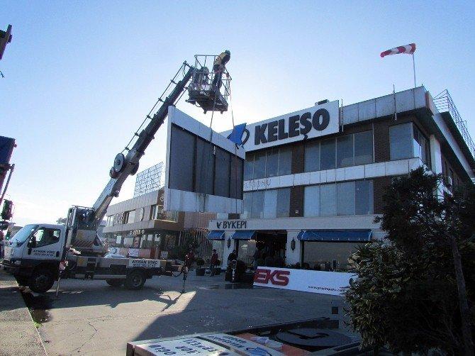 İBB Zabıta Ekiplerinden Bakırköy'de Dış Cephe Düzenlemesi