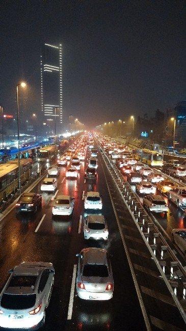 Uyarıları Dikkate Alan İstanbullular, Bu Kez Trafikte Kalmadı