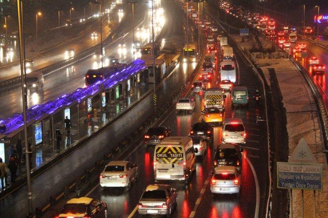 İstanbul trafiğinde kar rahatlığı