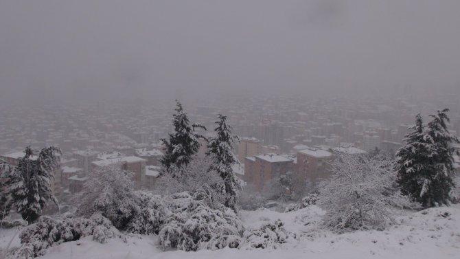 Kar yağışı, Anadolu Yakası'nı beyaza bürüdü