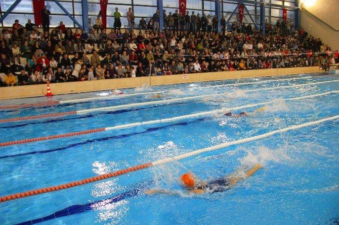 İzmir'in Minik Yüzücüleri Buca'da Buluştu