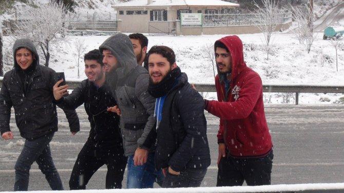 İzmir-Manisa yolu kar sebebiyle kapandı